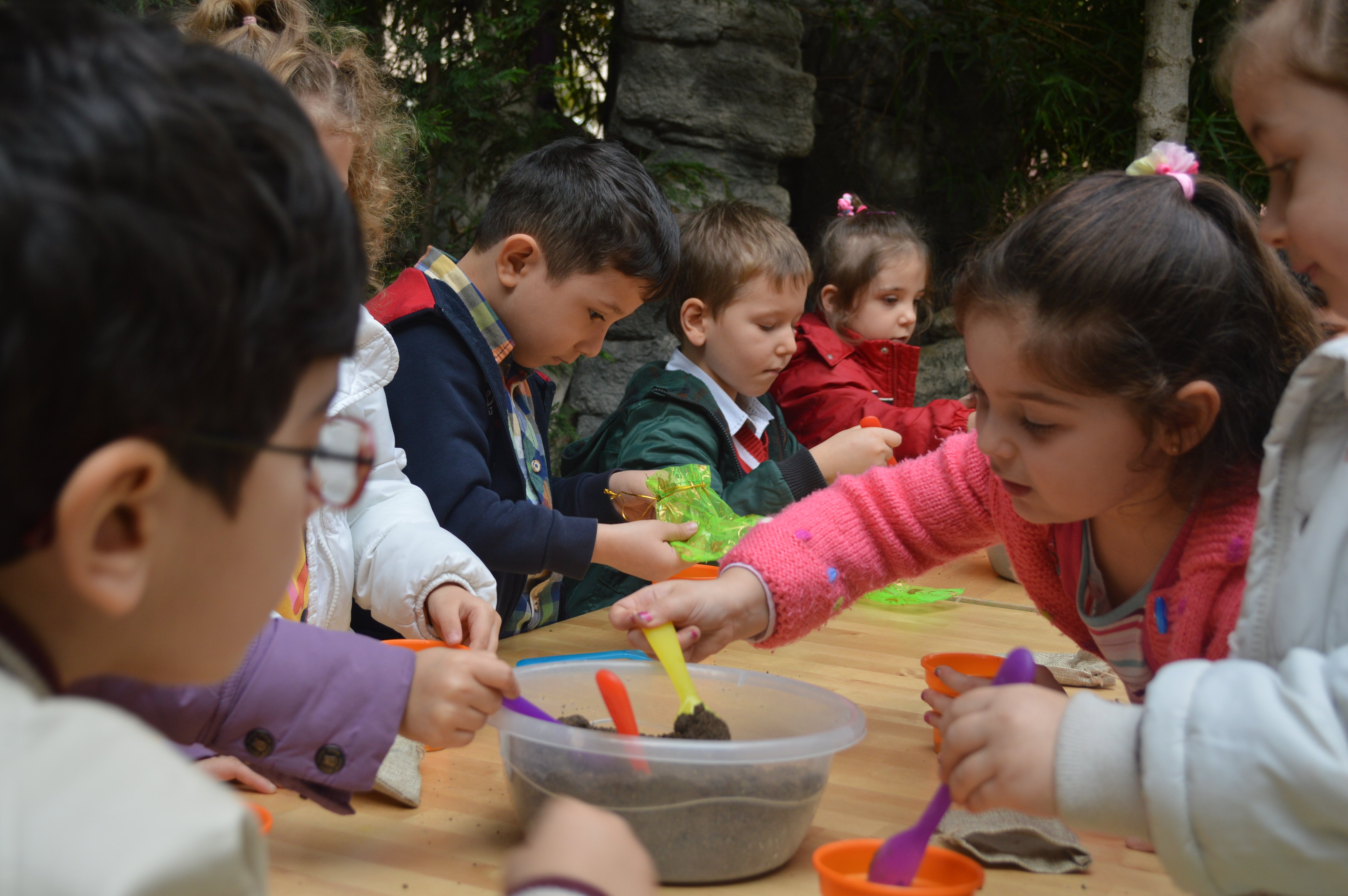 kids school projects Group projects can be a great learning experience if you know how to plan them out and work together find out how in this article for kids.